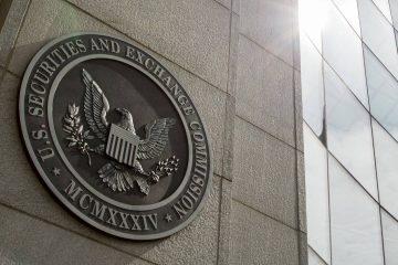 Bitcoin ETF Halted, Price Crashes Below $1000