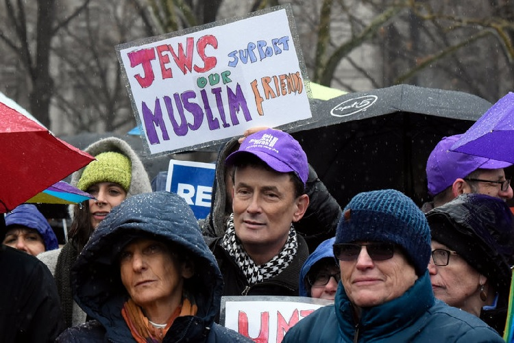 Jewish leadership urges Trump protest