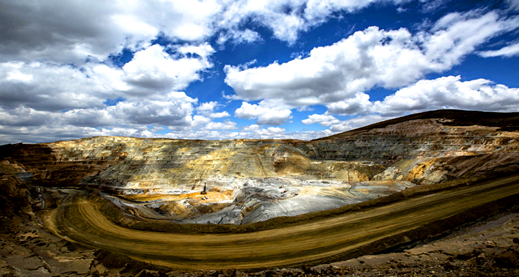 Minding a Few Glory Holes in the Gold Mining Stocks – Technical Analysis