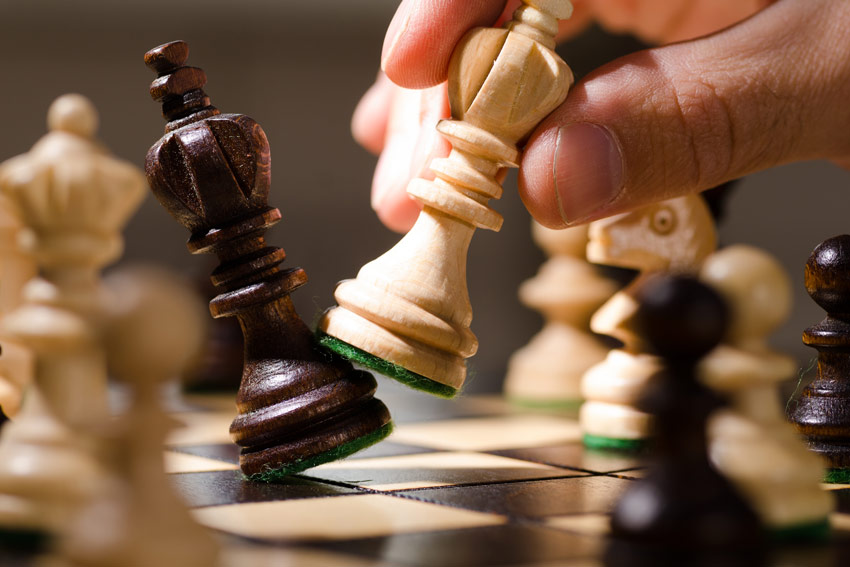 THINKING RICH: How to Play Financial Chess and WIN!